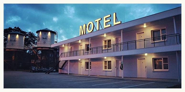 Motel-bei-Nacht